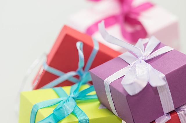 Aprende a envolver un regalo en segundos