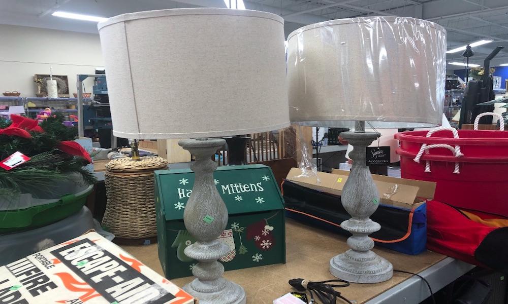 lamparas en tienda de segunda mano